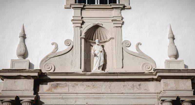 Chiesa di St Peter s del dettaglio di architettura a Faro, Portogallo immagine stock libera da diritti