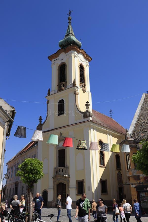 Chiesa di Szentendre al quadrato principale fotografia stock