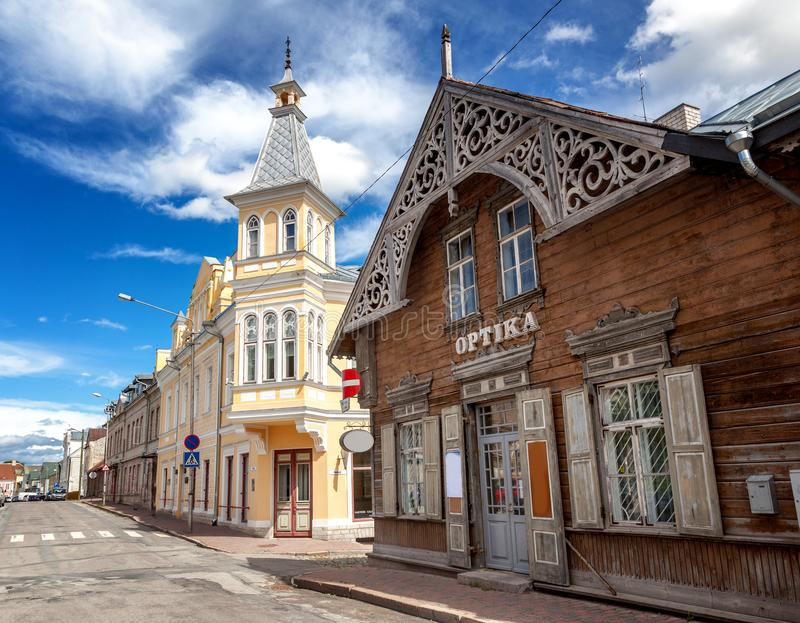 Chiesa di trinità della st e vecchia città di Rakvere, Estonia Summe verde fotografia stock