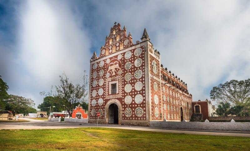 Chiesa di Uayma, architettura coloniale unica in Yucatan, Messico fotografia stock libera da diritti