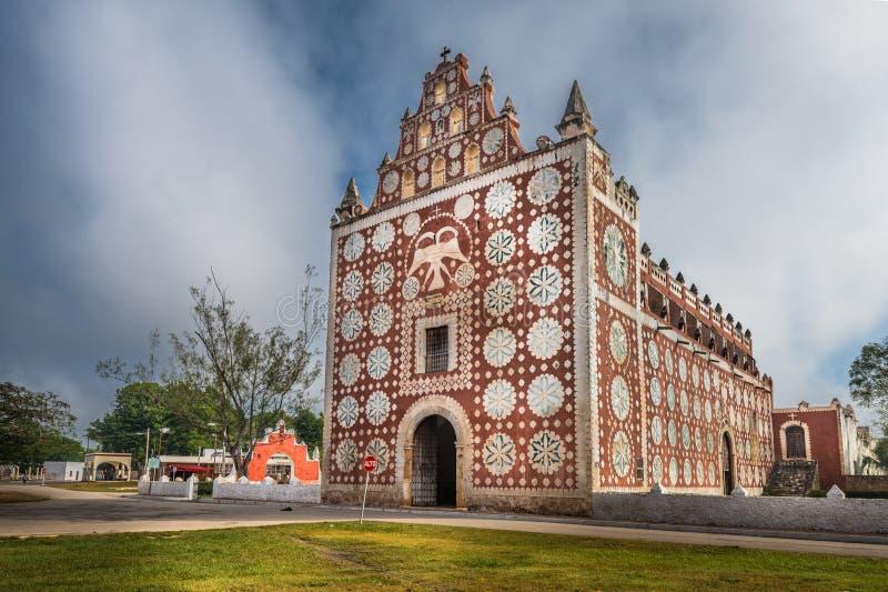 Chiesa di Uayma, architettura coloniale unica in Yucatan, Messico immagine stock