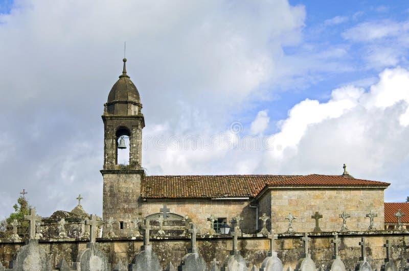 Chiesa e cimitero antichi in Galizia fotografia stock