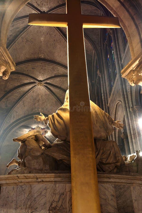 Chiesa e crucifissione fotografia stock libera da diritti