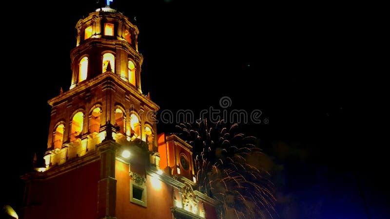 Chiesa e festeggiamenti fotografie stock