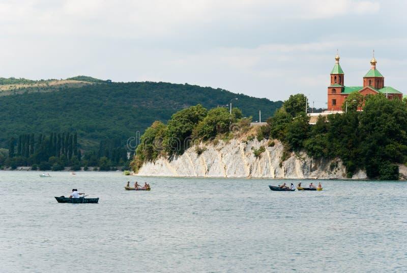 Chiesa e lago immagine stock libera da diritti