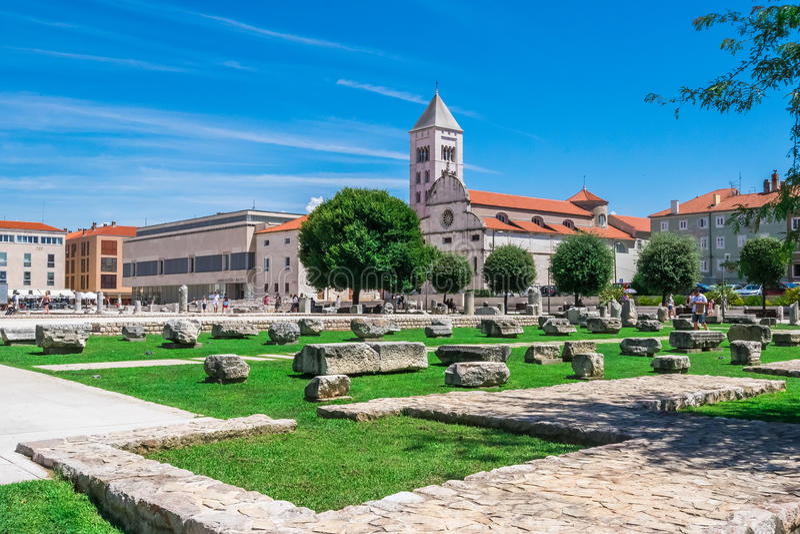 Chiesa e monastero di St Mary ed i monumenti antichi in Zadar, Croazia immagini stock
