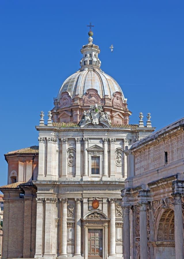 Chiesa e rovine romane immagini stock libere da diritti