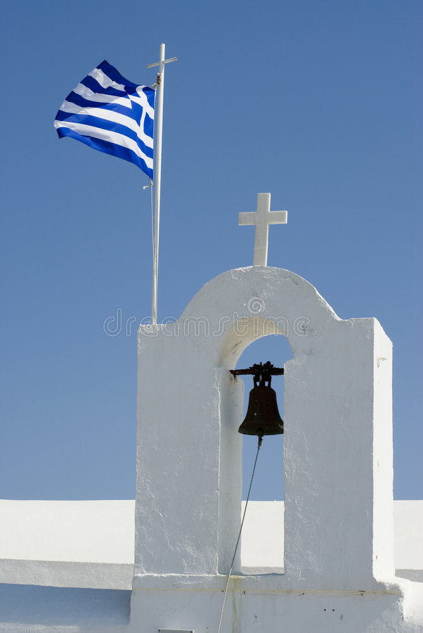 Chiesa e segnalatori acustici greci dell'isola immagine stock libera da diritti