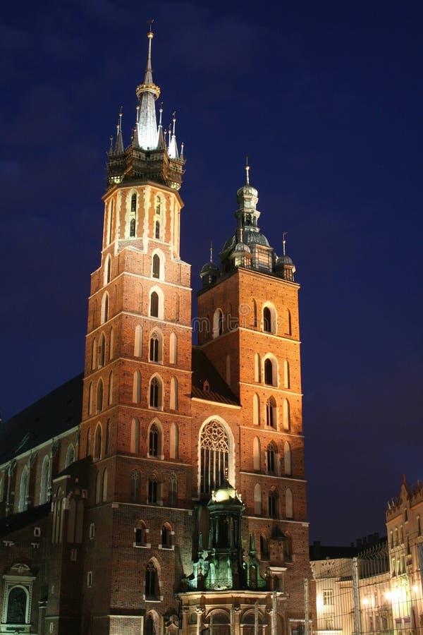 Chiesa entro la notte - Cracovia, Polonia della Mary santa immagine stock