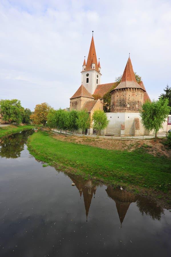 Chiesa fortificata nel villaggio di Cristian, contea di Sibiu fotografia stock