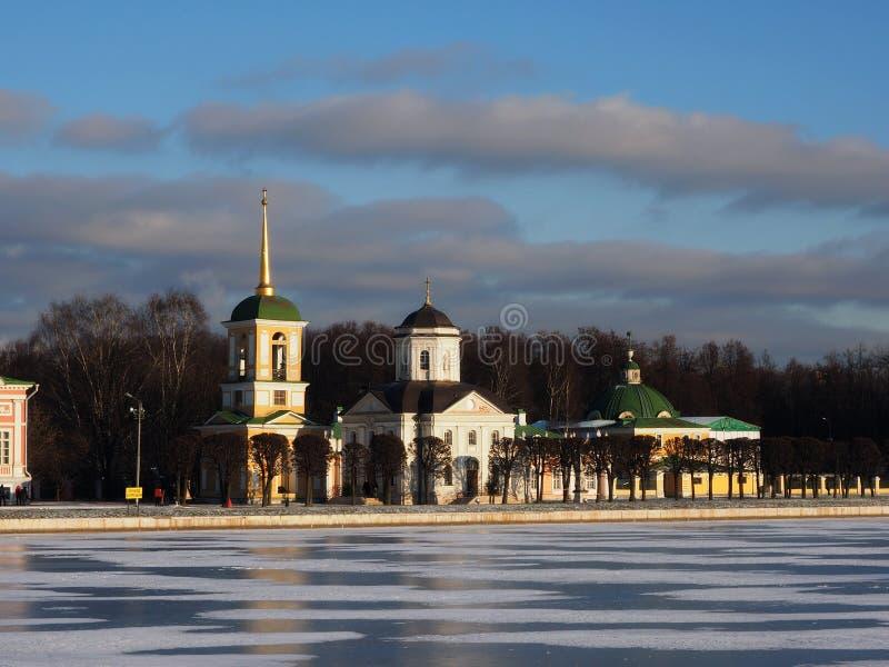 """Chiesa, ghiaccio e nuvole ¾ Ð del ¾ рРdi МРdel gelo· и Ñ  Ð † е del ½ Ñ di Ð del ¾ Ð"""" fotografia stock libera da diritti"""
