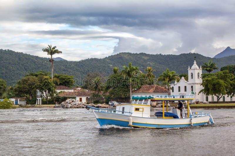 Chiesa Igreja de Nossa Senhora das Dores in Paraty nel giorno piovoso w immagini stock libere da diritti