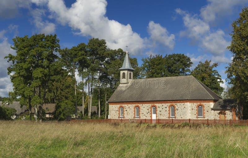 Chiesa luterana evangelica di Kaltene, Lettonia fotografia stock libera da diritti