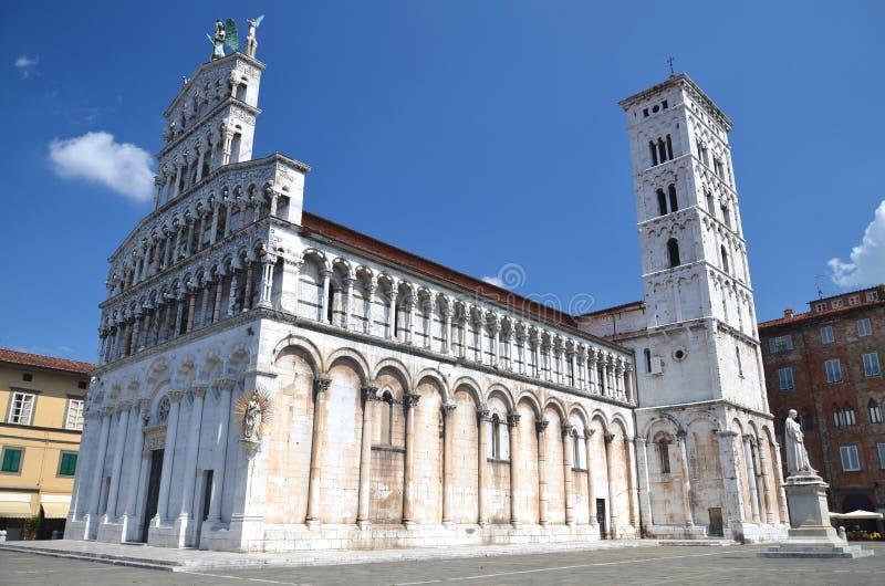Chiesa maestosa di San Michele in foro in città Lucca, Italia fotografie stock