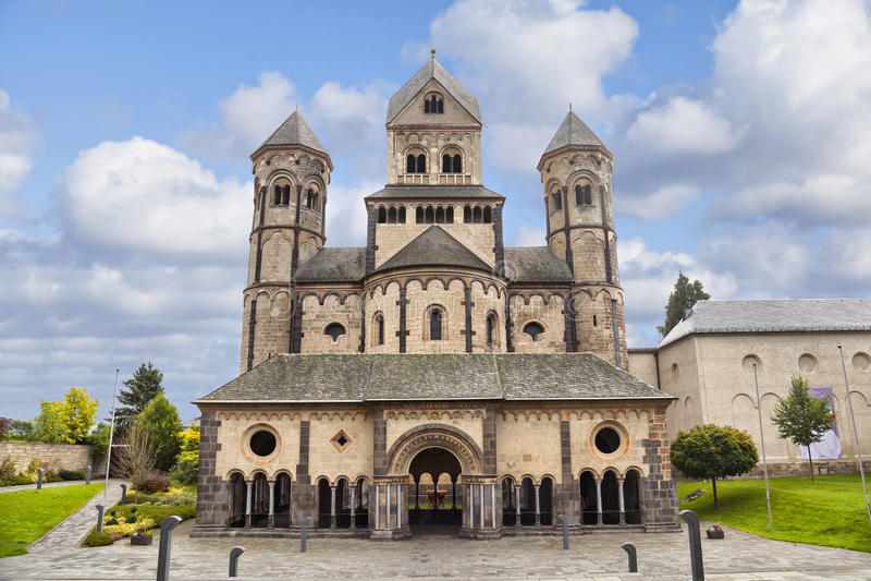 Chiesa in Maria Laach Abbey, Germania immagini stock libere da diritti