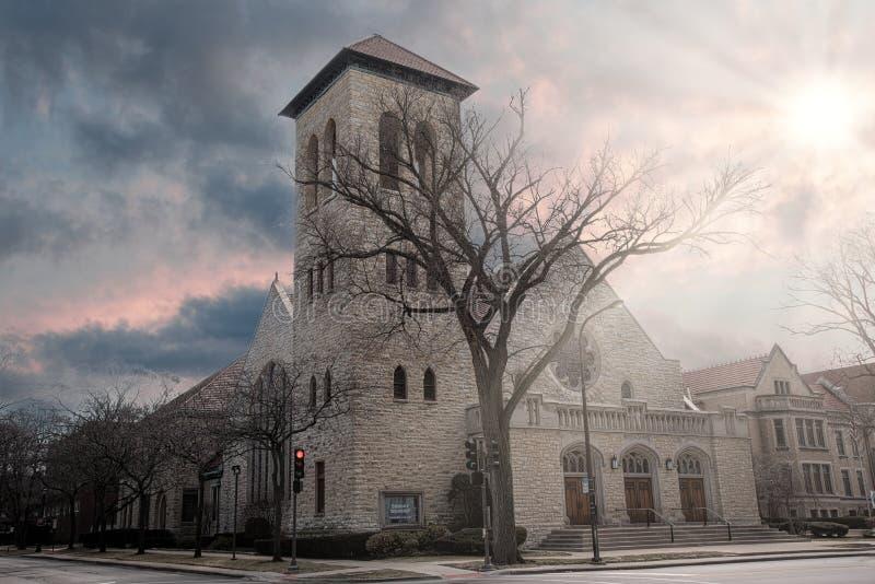 Chiesa metodista durante il tramonto in Evanston Chicago immagine stock