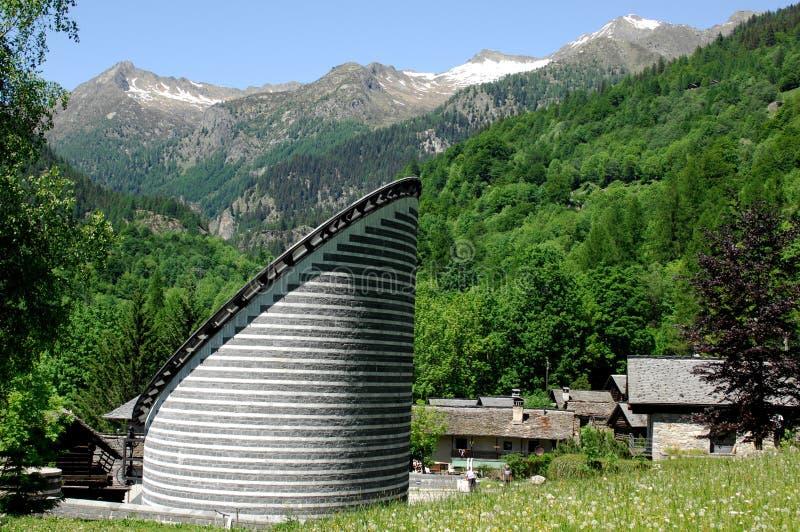 Chiesa, Mogno, Ticino, Svizzera immagini stock libere da diritti