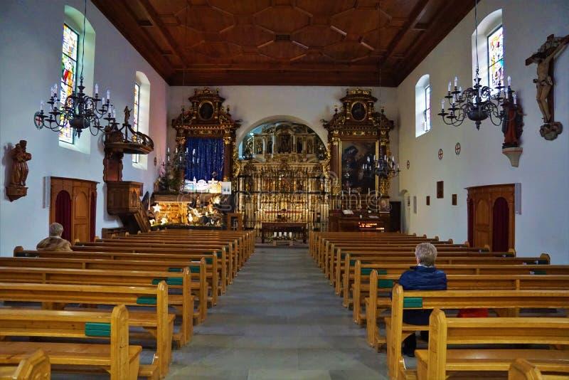 Chiesa nel bulle in groviera in Svizzera del sud fotografie stock libere da diritti