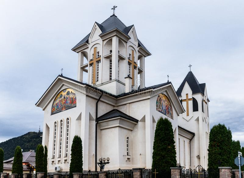 Chiesa ortodossa degli imperatori santi Costantina e Helena su Alexandru Odobescu Street nella città di Brasov in Romania fotografie stock libere da diritti