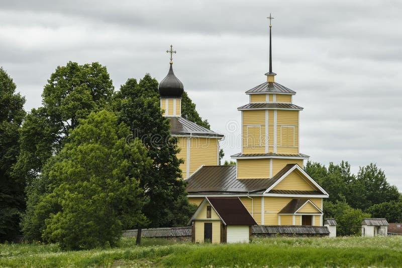 Chiesa ortodossa di St George in Pushkinskiye sanguinoso fotografie stock