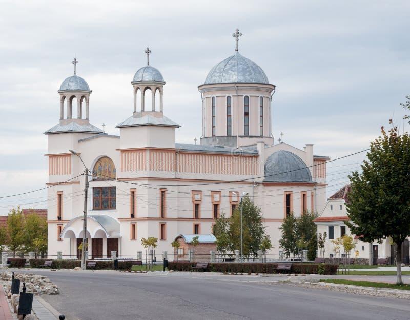 Chiesa ortodossa vicino alla chiesa fortificata Prejmer nella città di Prejmer in Romania fotografia stock libera da diritti