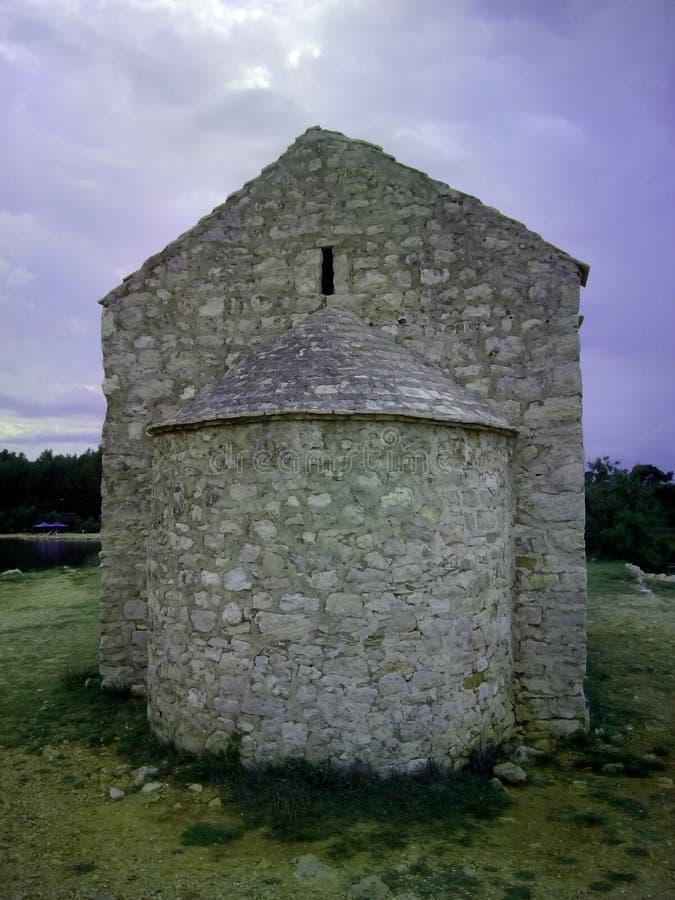 Chiesa a partire dal XV secolo in città croata Posedarje immagini stock libere da diritti