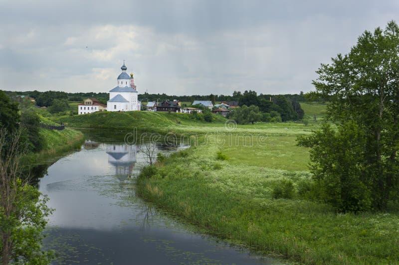Chiesa & pioggia immagini stock
