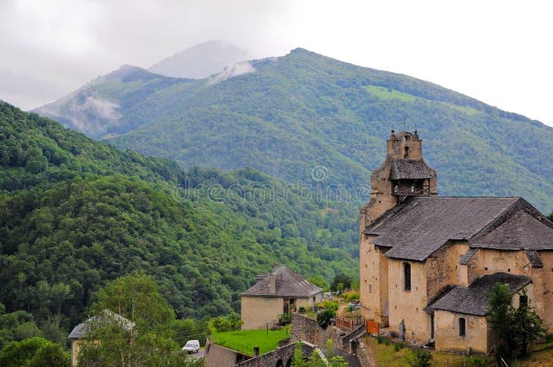Chiesa in Pyrenees fotografia stock