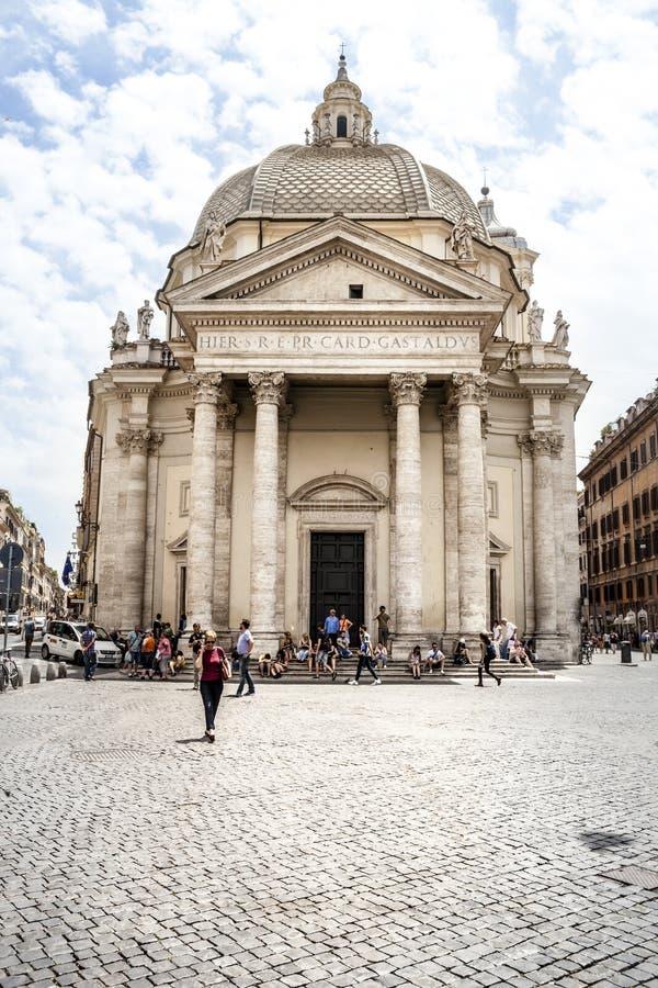 Chiesa Santa Maria Piazza del popolo Belle vecchie finestre a Roma (Italia) immagini stock libere da diritti