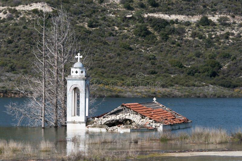 Chiesa sommersa abbandonata fotografie stock libere da diritti