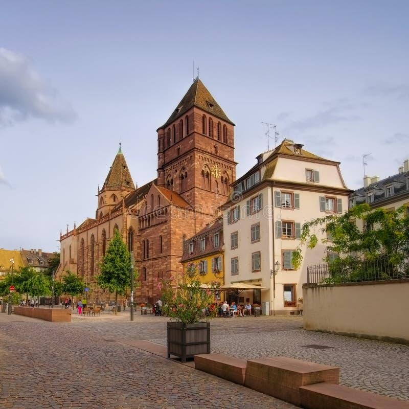 Chiesa St Thomas di Strasburgo nell'Alsazia fotografie stock libere da diritti