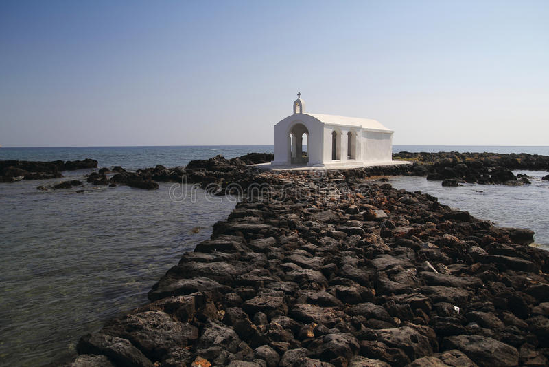 Chiesa su acqua fotografia stock libera da diritti