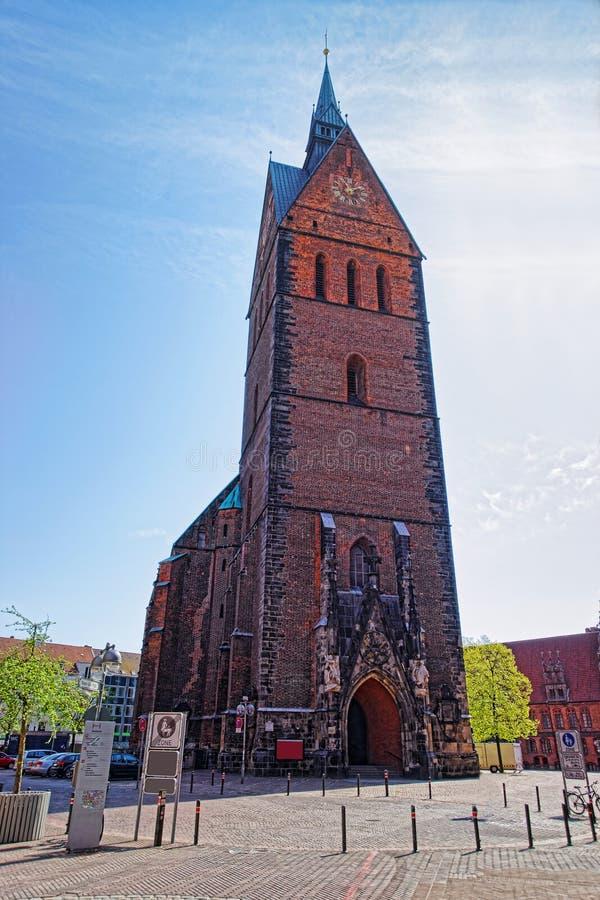 Chiesa su di mercato nel quadrato del mercato a Hannover fotografia stock