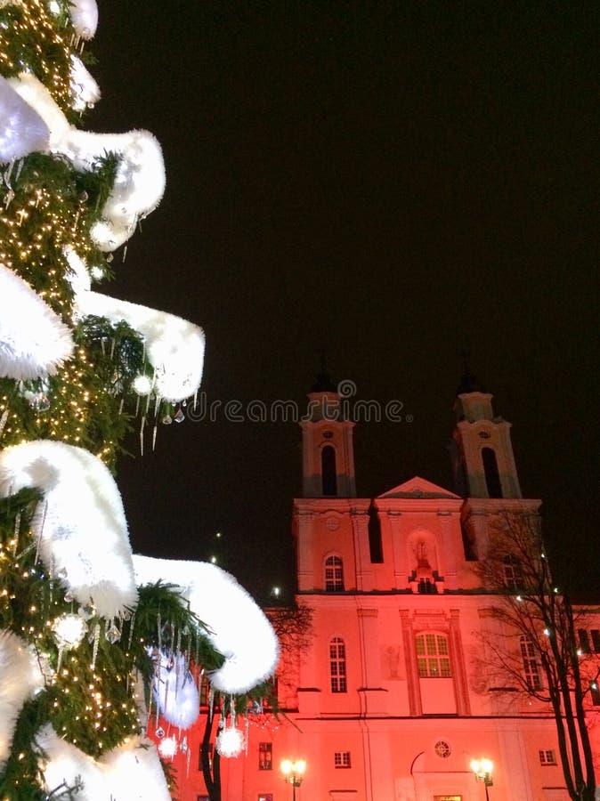 Chiesa su rosso fotografia stock libera da diritti
