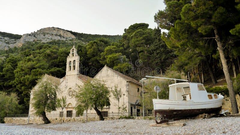 Chiesa sulla spiaggia immagine stock