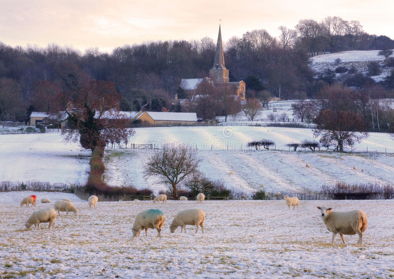 Chiesa tradizionale in inverno, Inghilterra di Cotswold. fotografia stock libera da diritti