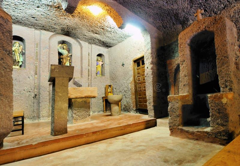 Chiesa in una caverna immagine stock