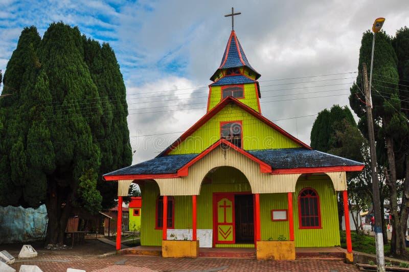 Chiese colorate e di legno splendide, isola di Chiloé, Cile immagini stock libere da diritti