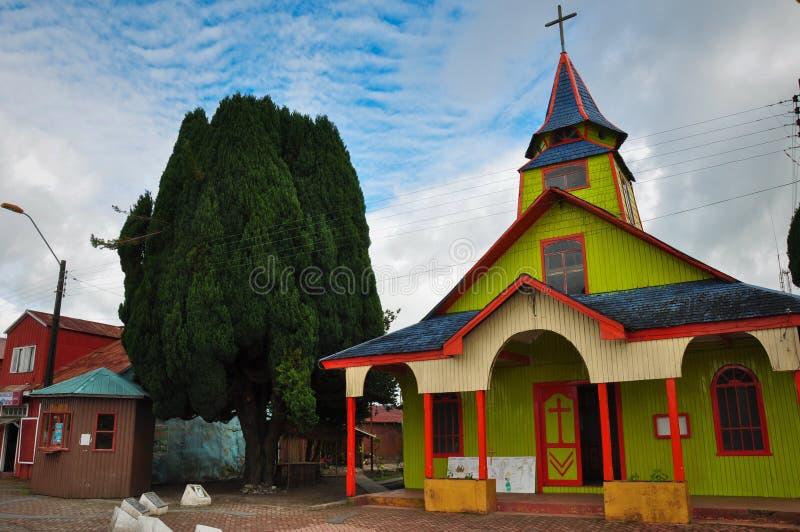 Chiese colorate e di legno splendide, isola di Chiloe, Cile immagini stock