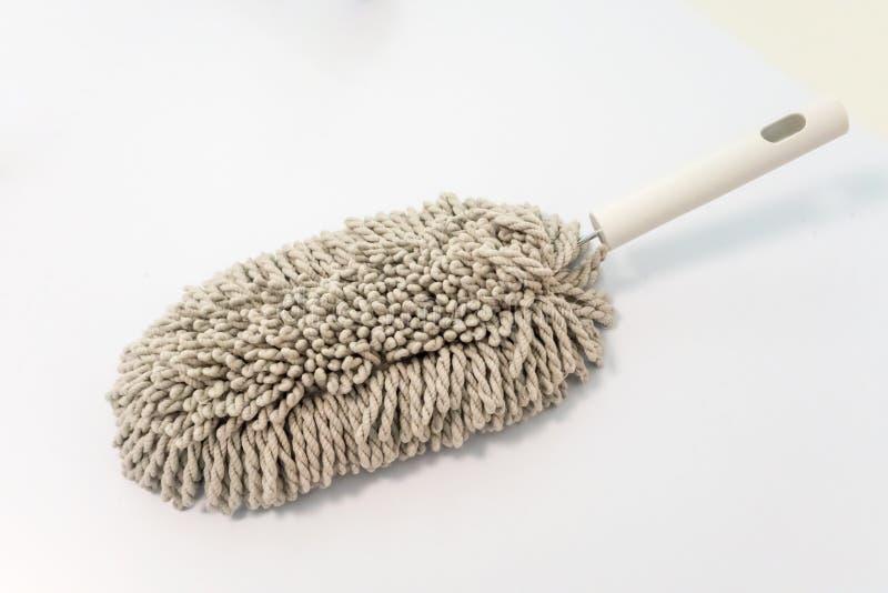 Chiffon de brosse de Microfiber avec la poignée blanche pour nettoyer d'isolement photos stock