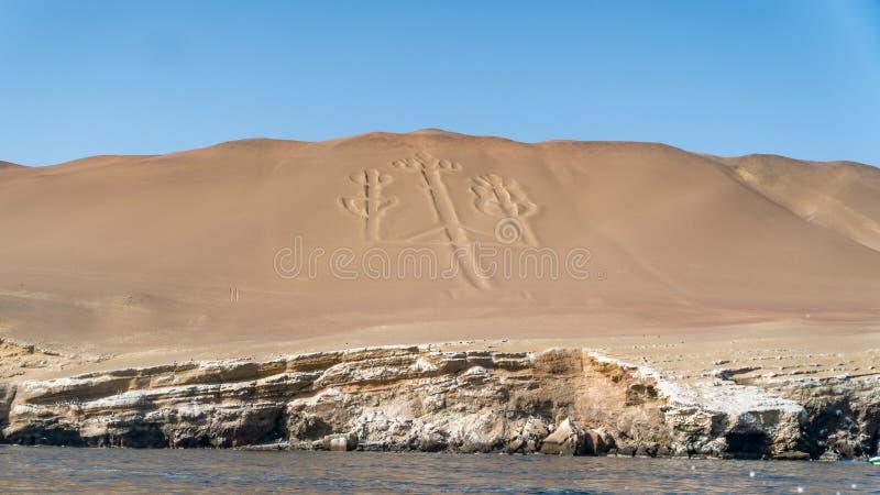 Chiffre antique de candélabre de large échelle en parc national de Paracas photos stock