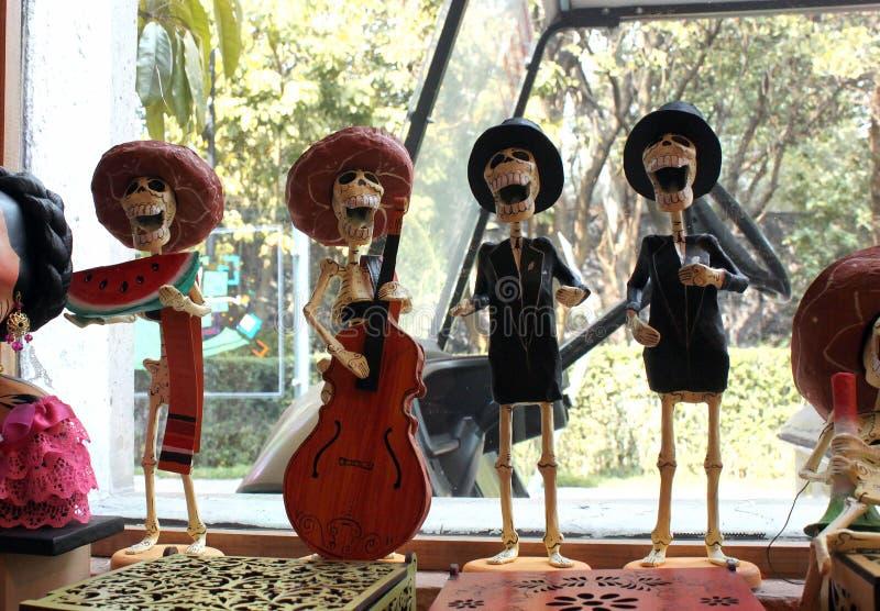 Chiffre mexicain musiciens de squelettes, jour de dias de los muertos de la mort morte photographie stock libre de droits