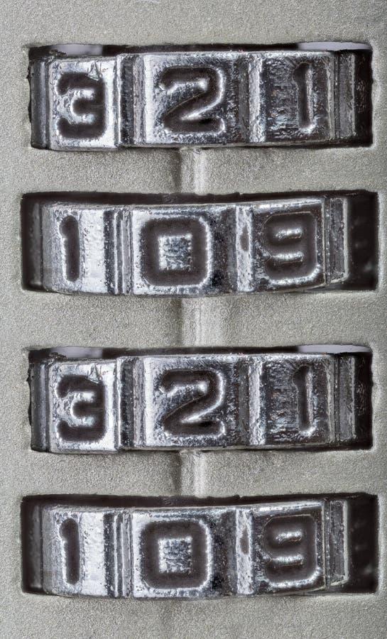 Chiffres de 2020 ans en anneaux de métal gris image stock