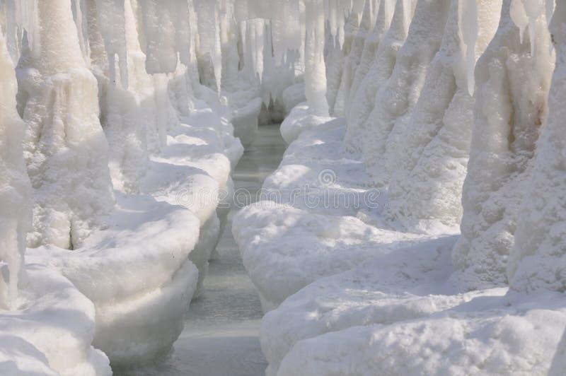 Chiffres de glace formés en Mer Noire en hiver Morceaux de glace photographie stock libre de droits