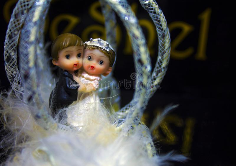 Chiffres de mariage des jeunes mariés photographie stock libre de droits