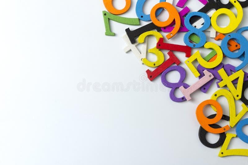 Chiffres multicolores sur un fond blanc photographie stock
