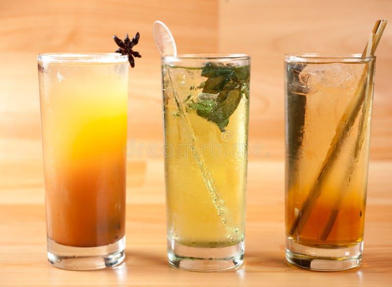 Chilcano de Pisco, cocktail peruviano tipico, in base a Pisco ed a soda con il limone ed il ghiaccio Varietà di sapori fotografia stock