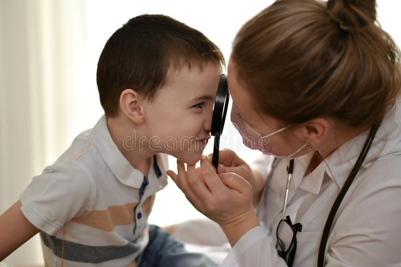 The child and the doctor look at each other. stock photography