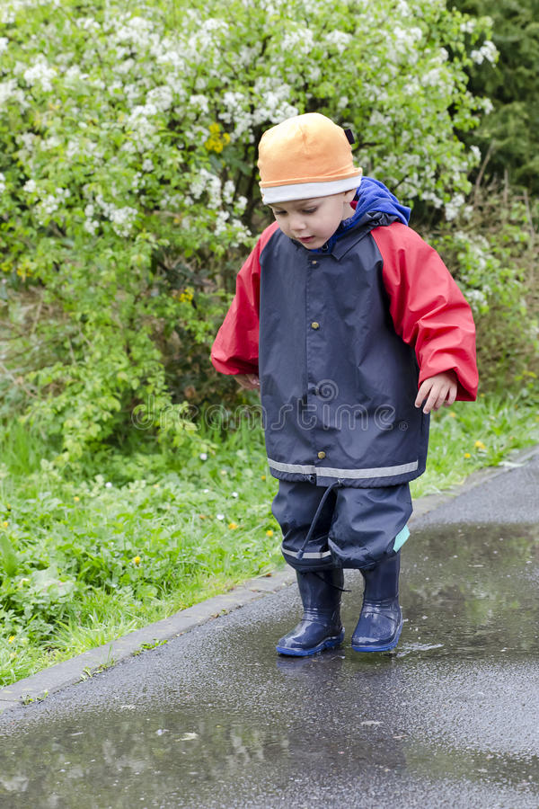 Free Child In Puddle Royalty Free Stock Photos - 40197808