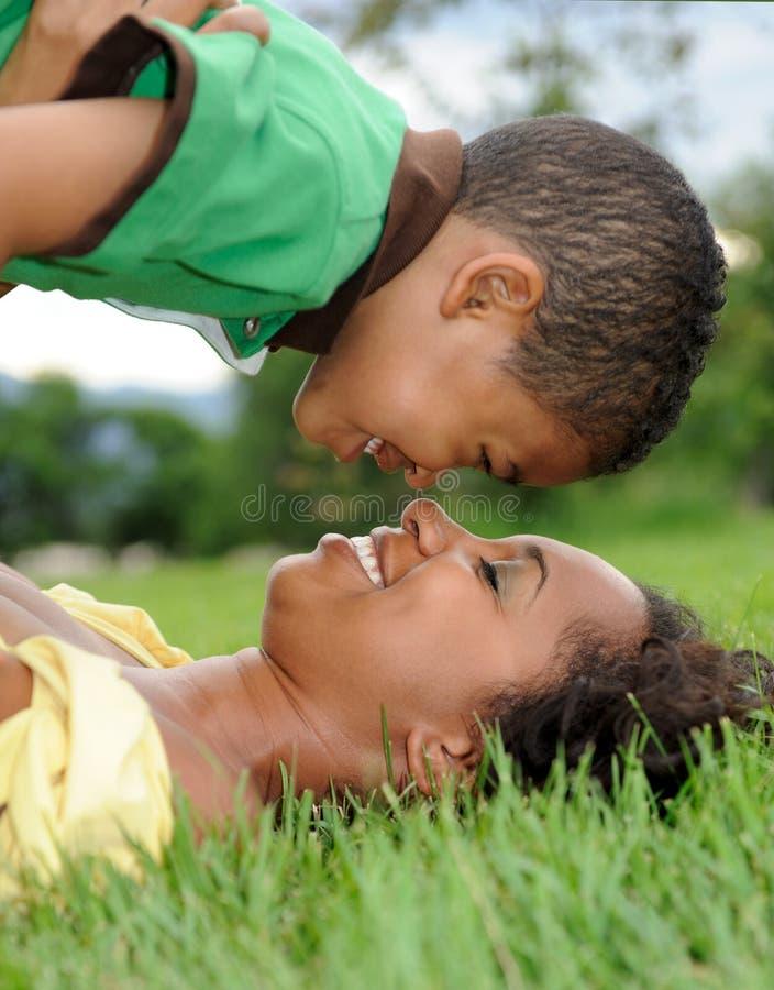 child mother fotografering för bildbyråer
